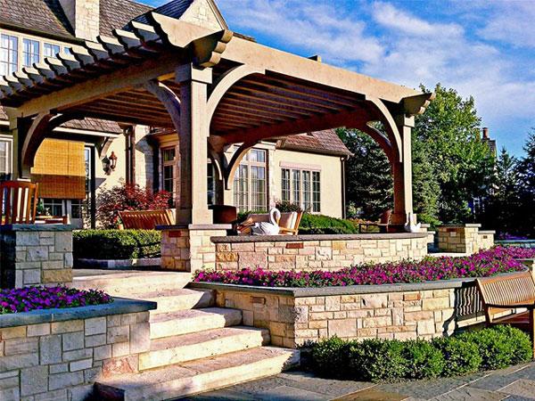 别墅庭院的景观也是一种生态景观的体现,但是其景观设计又不同于园林景观设计,别墅讲究的是一种舒适,熨帖的感觉。所以就需要那些园林小品来烘托了,给大家分享下别墅庭院的廊架设计和小径设计的实景图,供大家参考。也是很不错的素材,希望可以帮助到大家。 别墅庭院廊架: