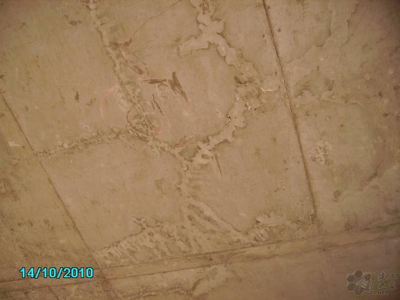 部分楼层,现浇混凝土楼板裂缝现象严重.jpg