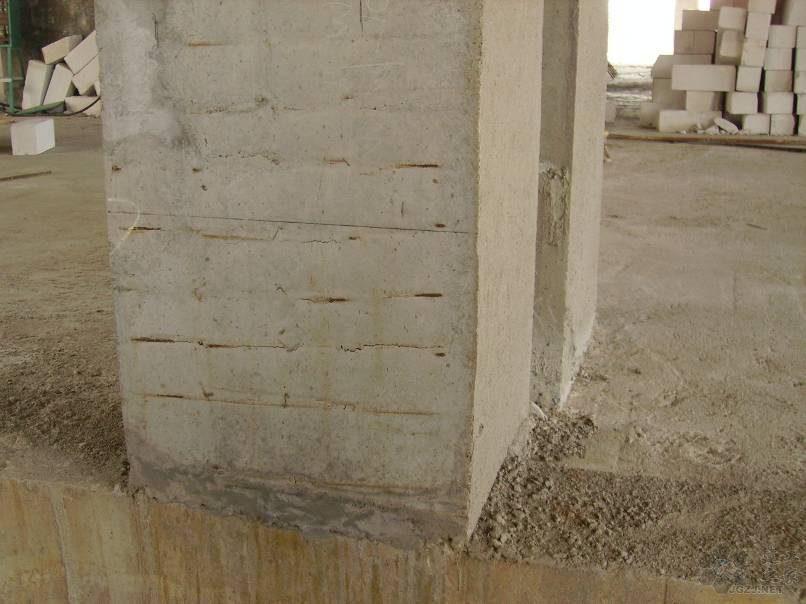 混凝土柱箍筋外露.jpg