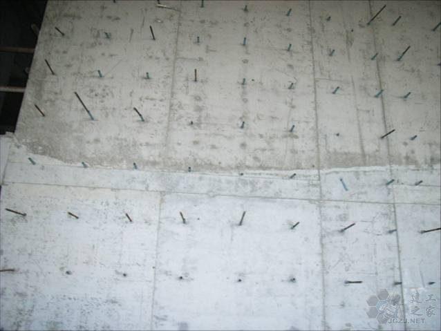 剪力墙施工缝不直.jpg