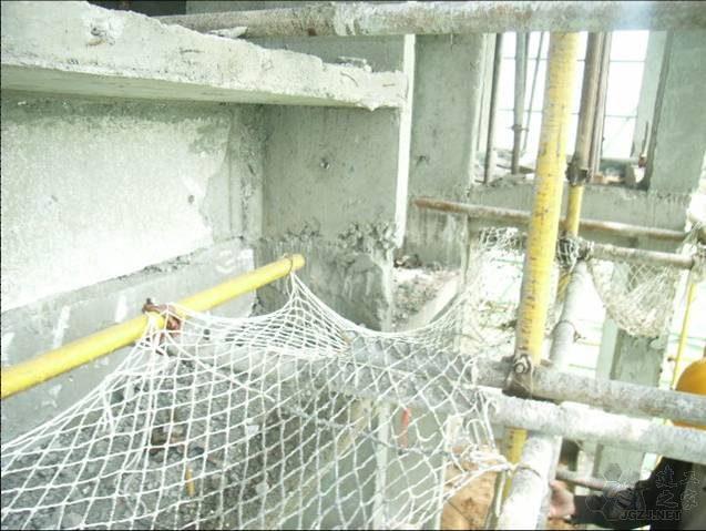 施工缝处混凝土不密实,成型质量差.jpg