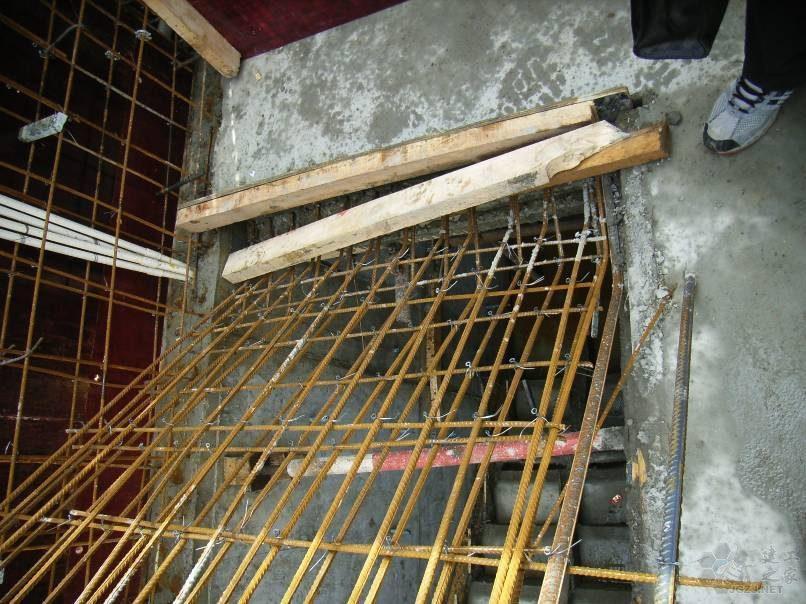 梯板施工缝位置错误.jpg