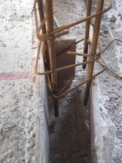 卫生间墙体构造柱根部未植筋,且上下均无加密区.jpg