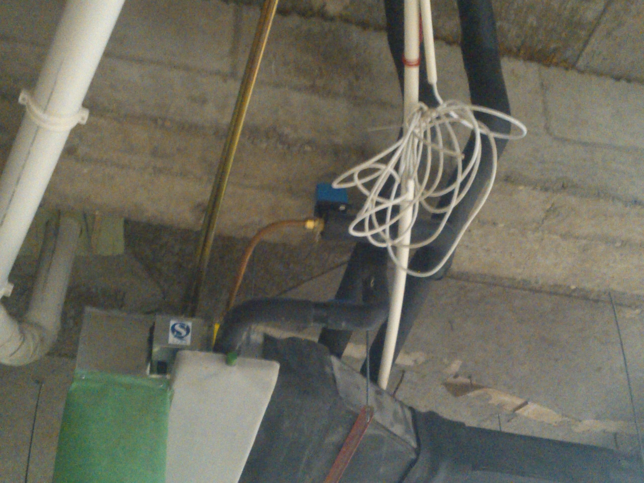 求教:风机盘管与镀锌钢管之间的连接没用金属软接,采用铜管连接的利弊
