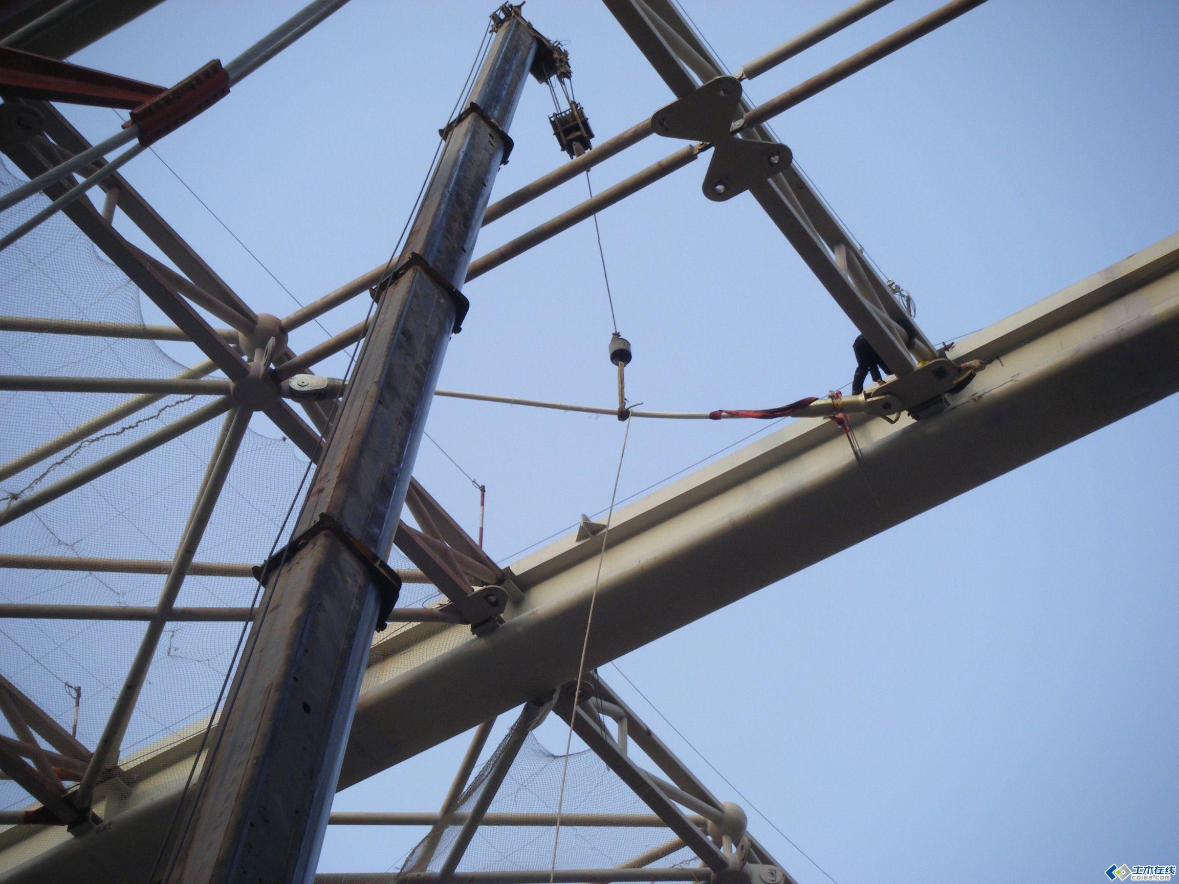 青岛北站的钢结构安装图片,那是相当相当的经典的工程(一定要下载)