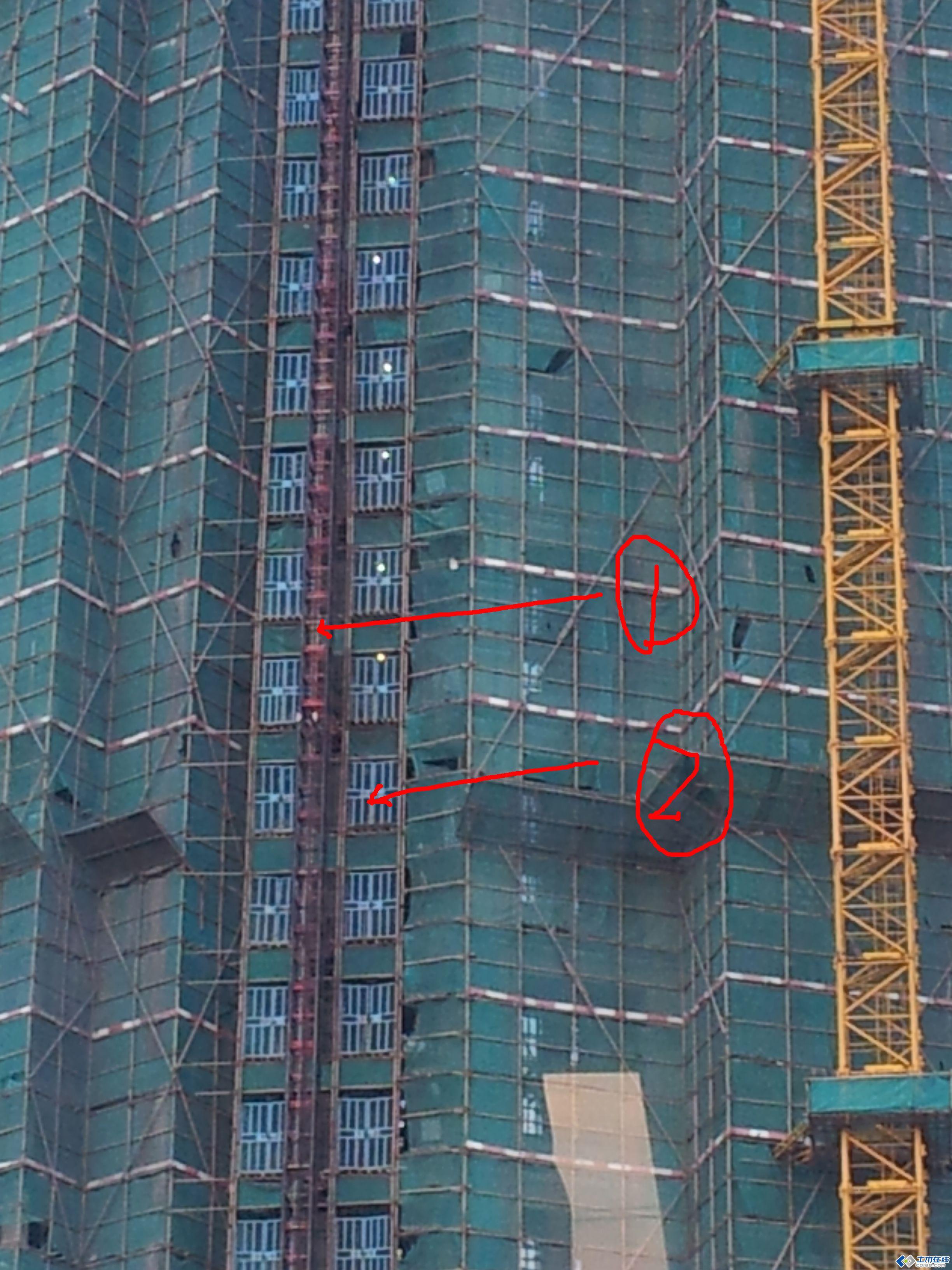 在建高层建筑的现场有2个问题不明白(图)