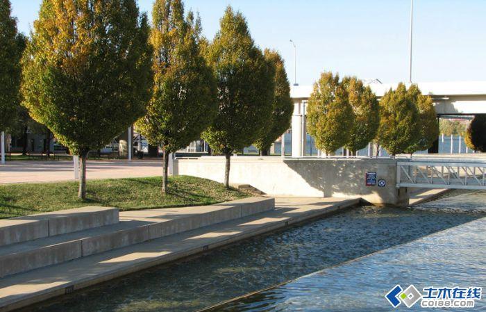 景观规划设计 美国路易斯维尔城市滨水公园景观设计      高地草地可