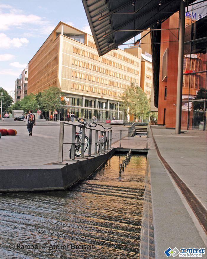 """经典""""海绵城市""""景观设计---德国柏林波茨坦广场水环境设计"""
