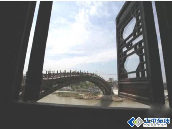 世界最大跨度木拱桥建成开通 单跨跨度75.7米