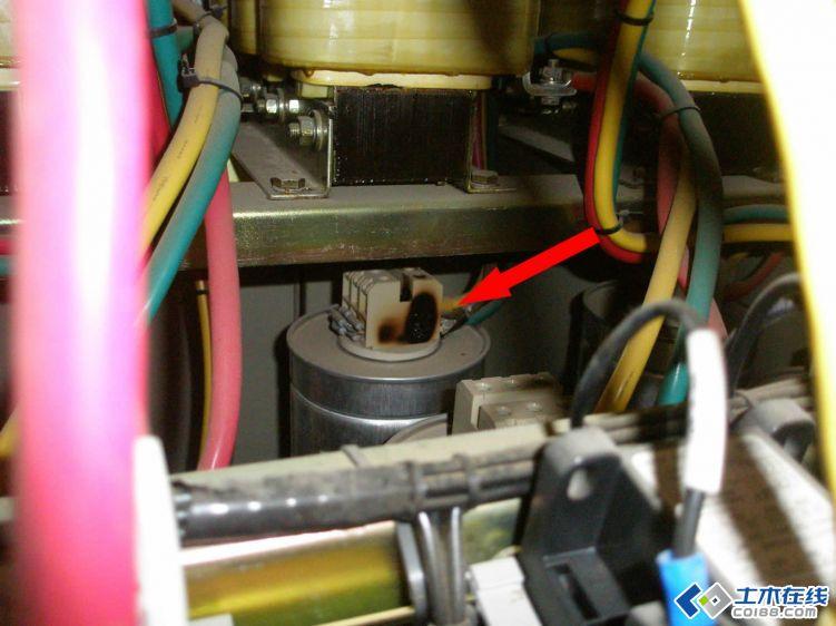低压电力电容器接线端子烧毁