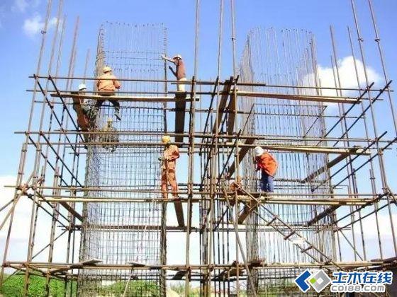 若墩,台身不高,基础施工时可将墩,台身钢筋按全高一次预埋到位;若墩