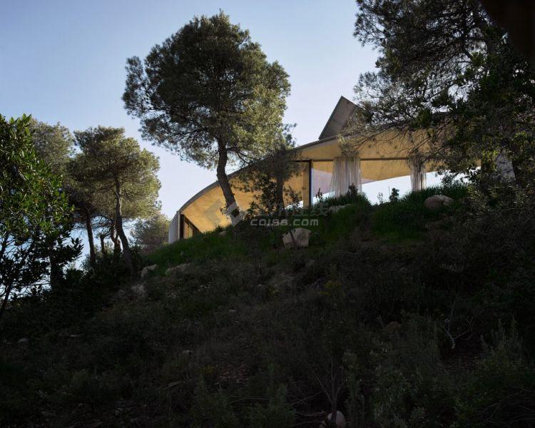 004-Solo-House-By-OFFICE-Kersten-Geers-David-Van-Severen-960x768.jpg