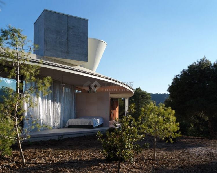 003-Solo-House-By-OFFICE-Kersten-Geers-David-Van-Severen-960x768.jpg