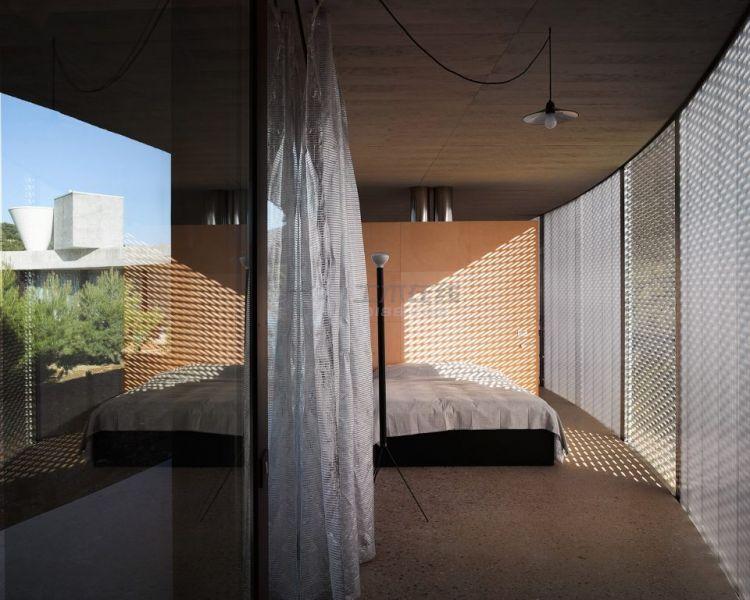 006-Solo-House-By-OFFICE-Kersten-Geers-David-Van-Severen-960x769.jpg