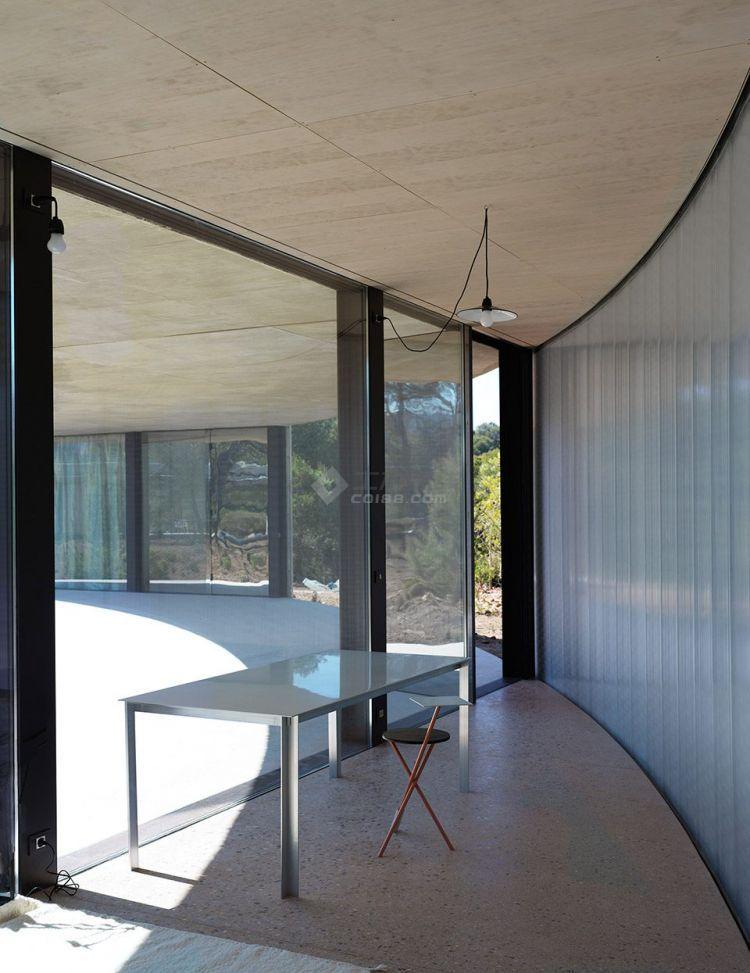 007-Solo-House-By-OFFICE-Kersten-Geers-David-Van-Severen-960x1245.jpg
