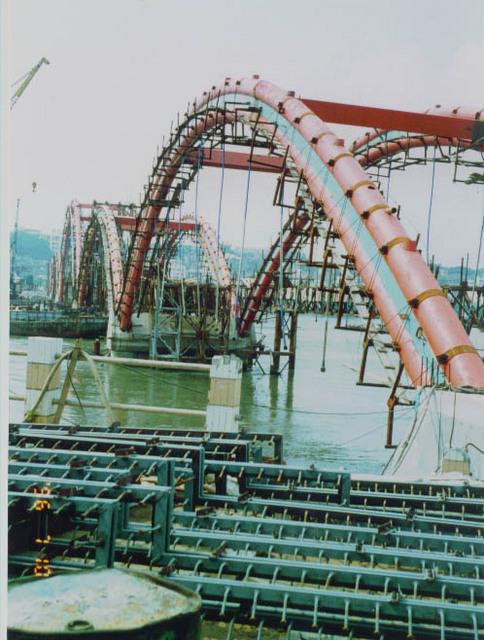 建造中的钢管混凝土拱桥