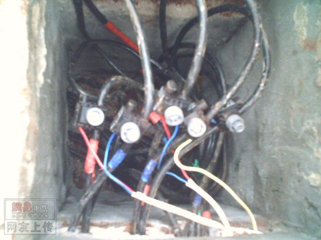 请问路灯是怎么分支接线的?
