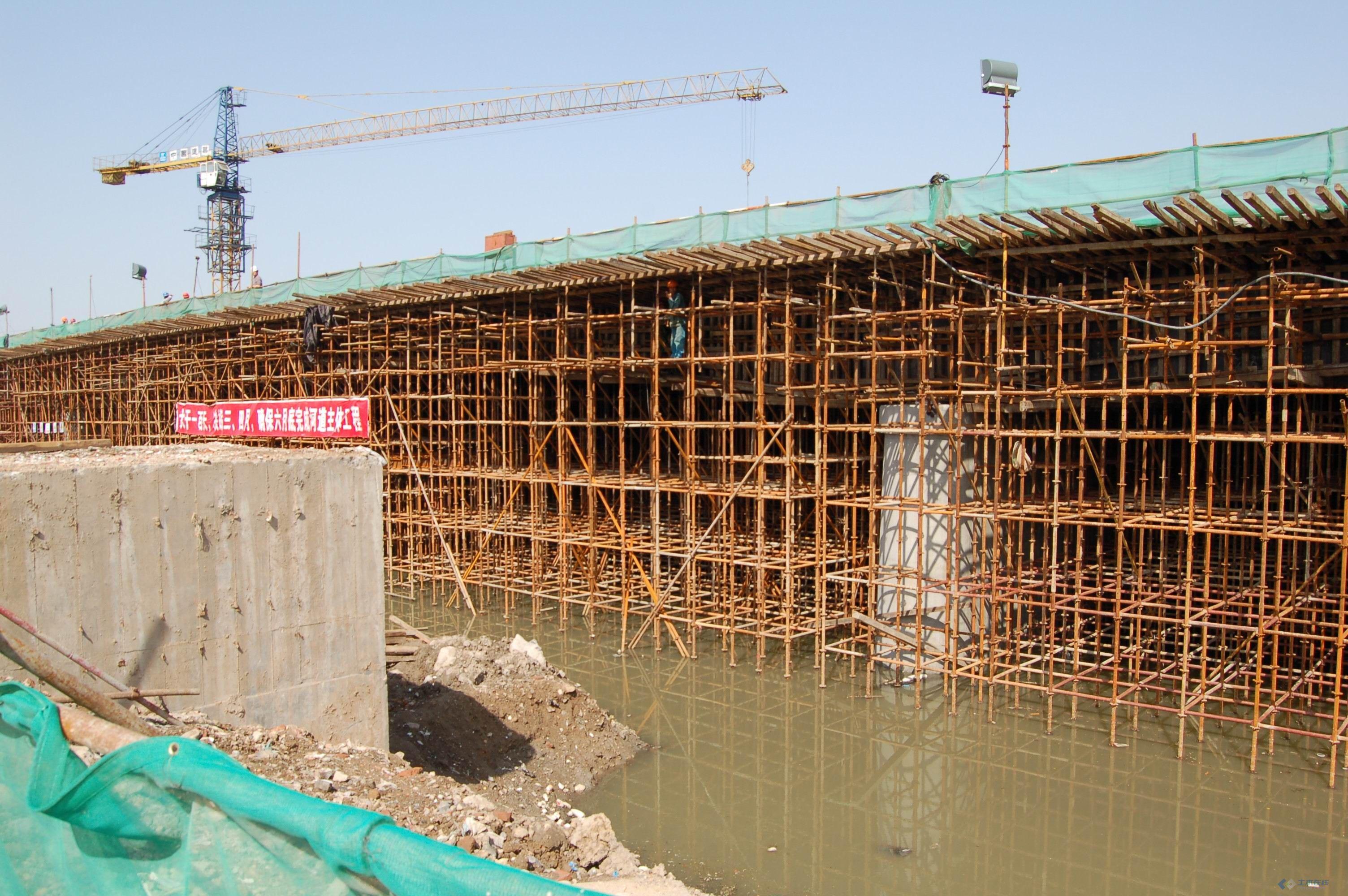 施工技术 工程实录 桥梁满堂支架施工  桥梁施工中的碗扣满堂支架设计