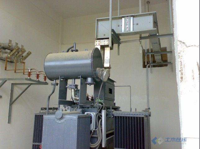 现场变压器中心点接地和低压密集母线安装图片