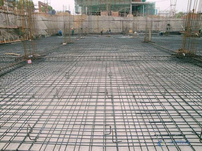 1.挡土墙处的钢筋收头是准备锚固在板里面吗
