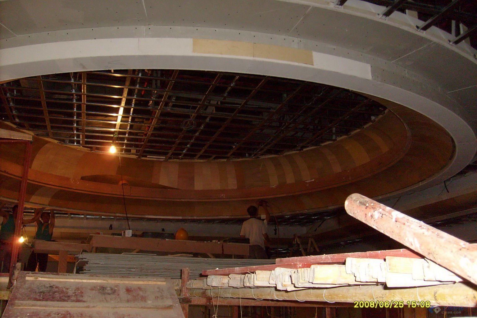 3.4 大面积施工前,应做样板间,对起拱 预留检修口等构造处理及固高清图片