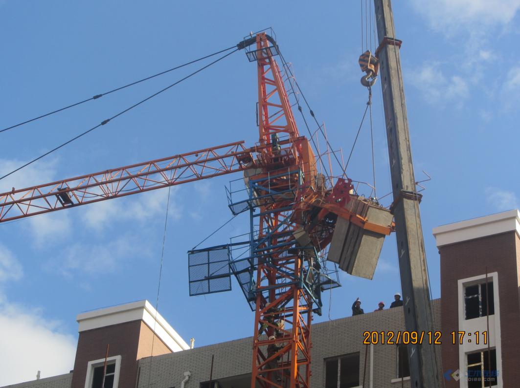 2013年塔吊事故图片_乐山工地塔吊倒塌事故最新进展一人遗体30楼