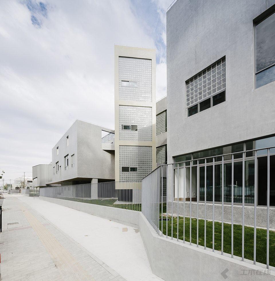 033-Vanke-Experimental-Kindergarten-China-by-Atelier-Liu-Yuyang-Architects-960x981.jpg