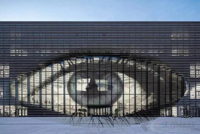【早安建筑】书是假的?光线很暗?网红天津滨海图书馆跟想象中的有点不一样
